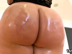 Fat ass blonde Julie Cash