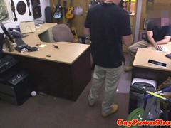 Trio pawnshop analizing bait in need of cash