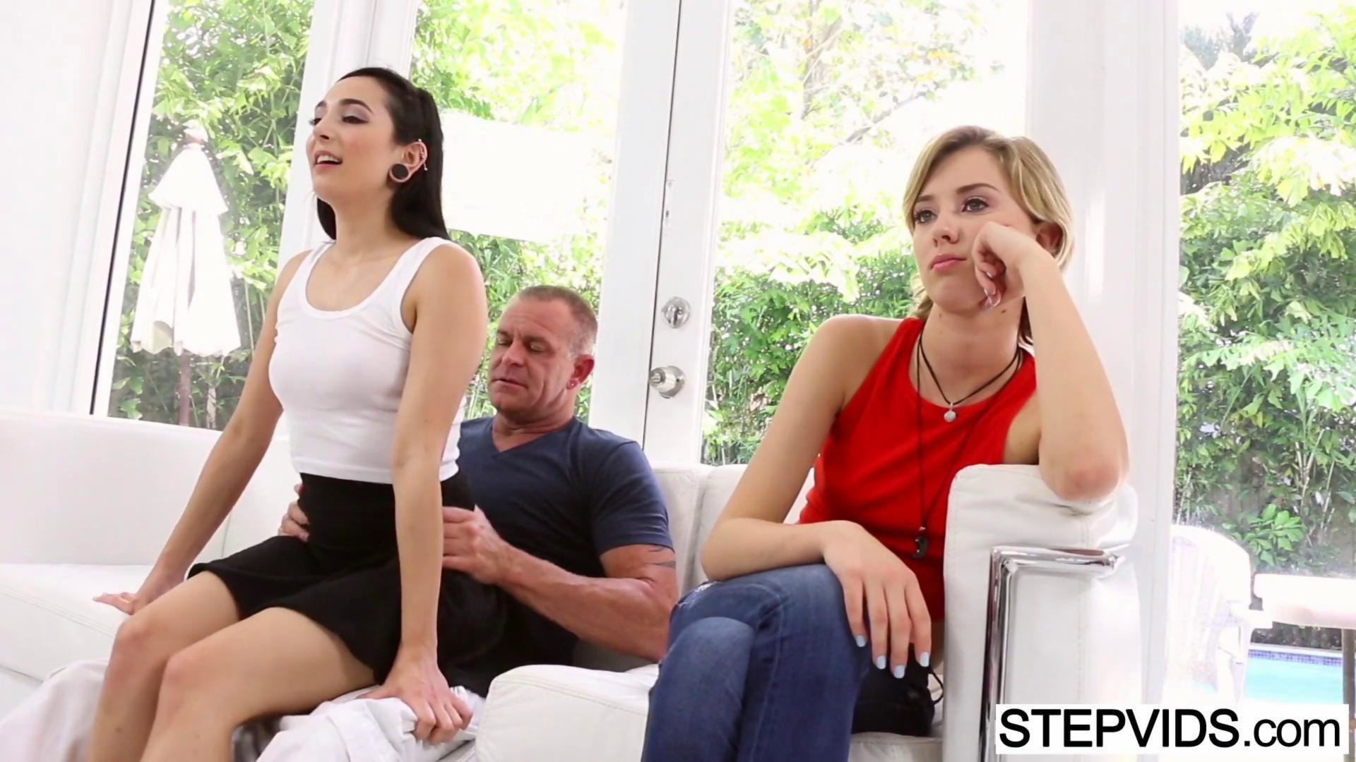 Mom and daughter duo Dana Vespoli and Janice Griffith suck a dick together № 635717  скачать