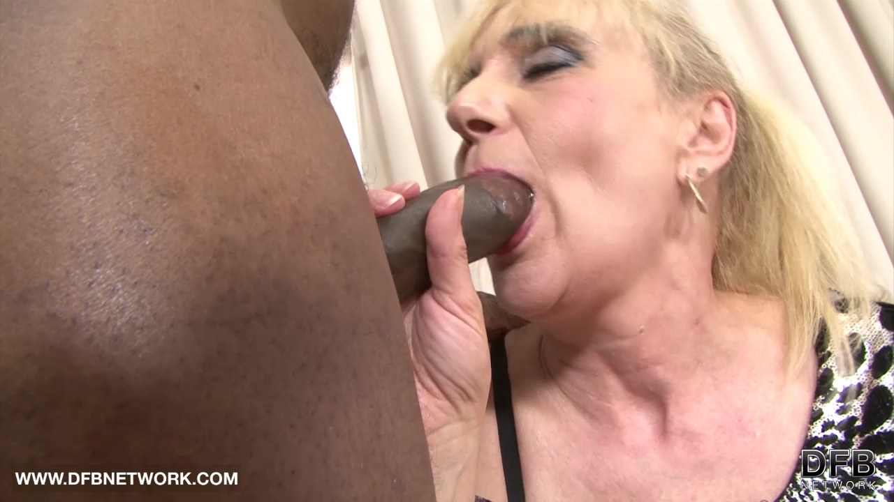 Fat black lady gets fucked