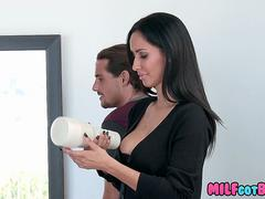 MILF shows Teen a real Woman