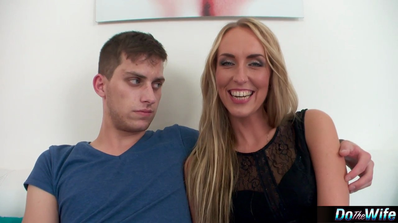 Hot blonde wife Destiny Dixon giving a blowjob while cuckold hubby watches № 569881 без смс
