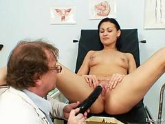Pavlina gyno pussy speculum examination gets to be sexual