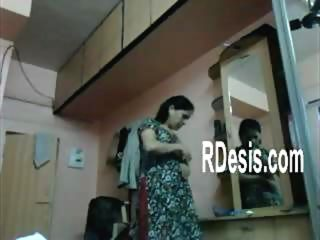 DESI BHABHI DRESS CHANG CAUGHT BY DEVAR