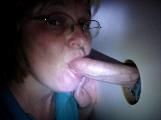 Amateur gloryhole slut