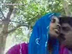 Indian desi Malayali couple from Edakkal having hot fun in park MMS scandal