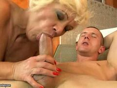 Hot mature woman gets her hairy twat fucked hard