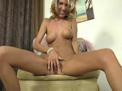 BLonde milf  Brynn Hunter displays her alluring body