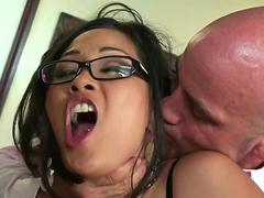 Japanese MILF bombshell secretary is satisfying her horny boss in office
