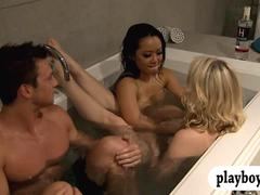 Horny singles having fun in the bathtub in Foursome mansion