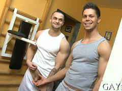 Big muscles and big dicks mix in a gym love affair