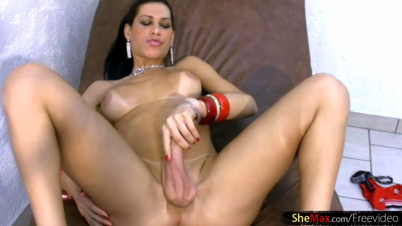 pretty asian shemale stroking her cock on live sex cam