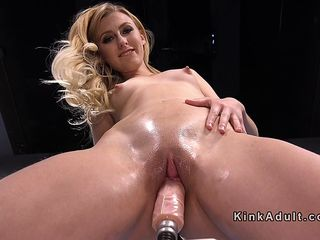 Solo babe gets orgasms on fucking machines