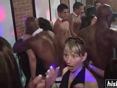 Amateur party girls love to get fucked