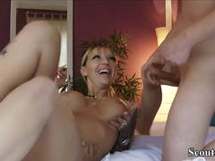 Get wrong. close Amateur Sex MILF auf der Couch attend the gym 2-3