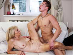 Mature mom enjoys deep fuck with her younger lover